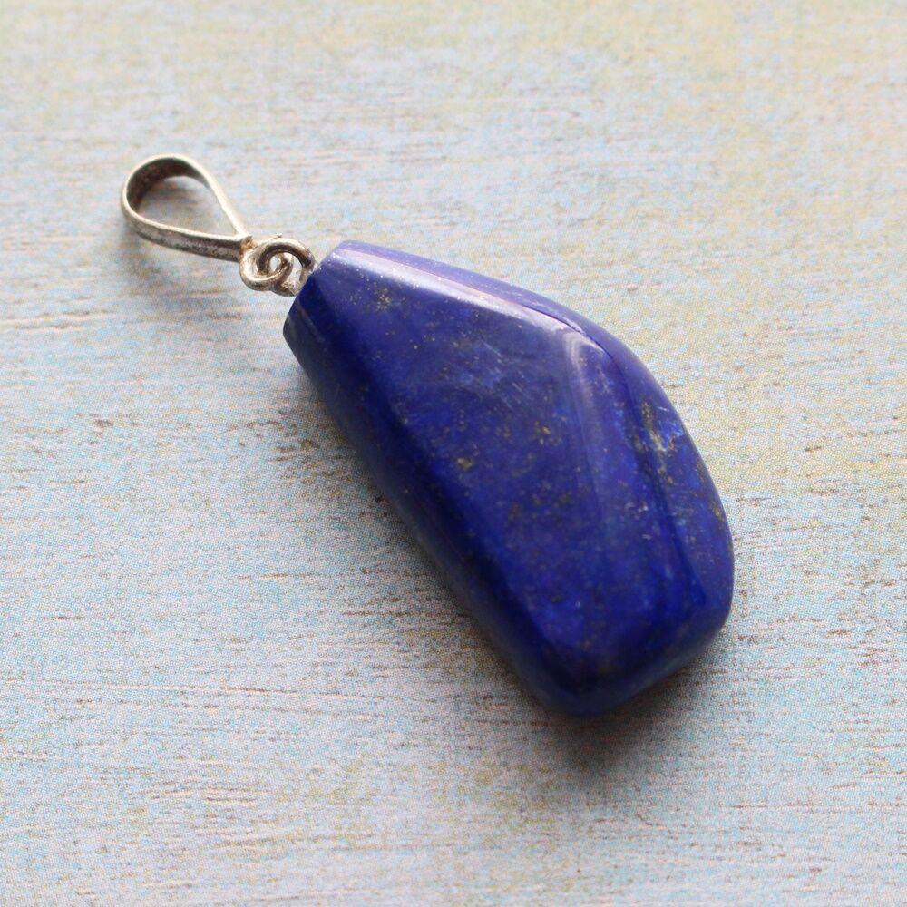 Csiszolt lapis lazuli medál