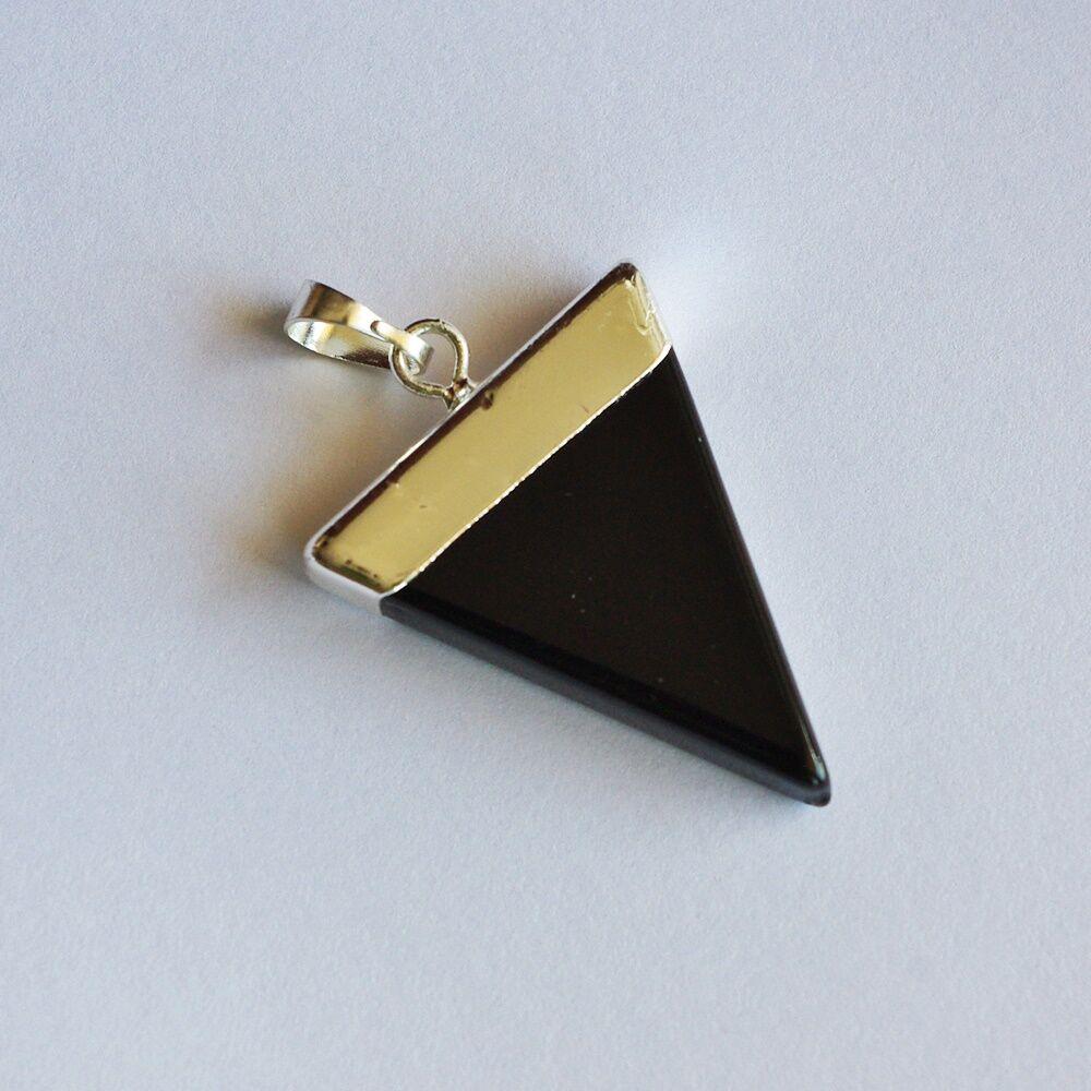 Háromszög alakú onix medál - ezüst színű foglalattal