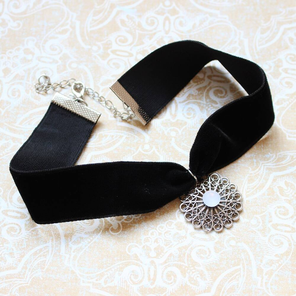 Ezüst virágdíszes choker nyaklánc