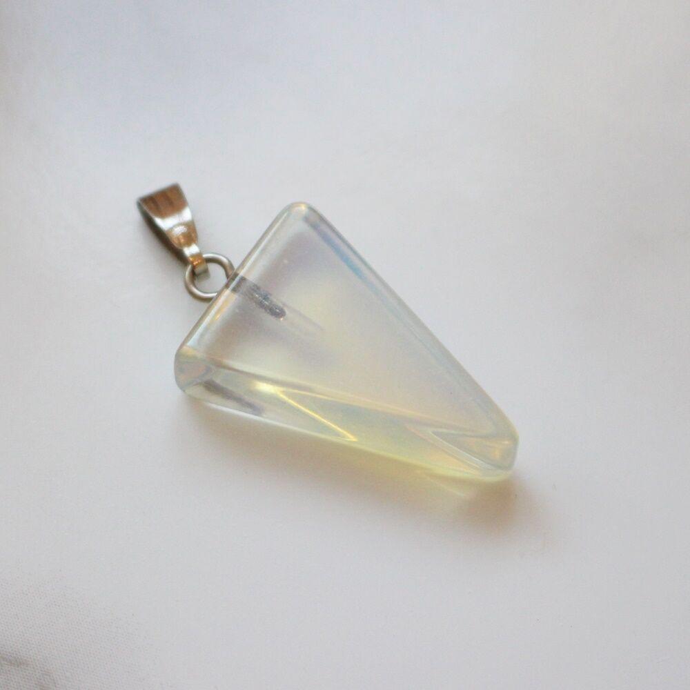 Háromszög alakú opalit medál