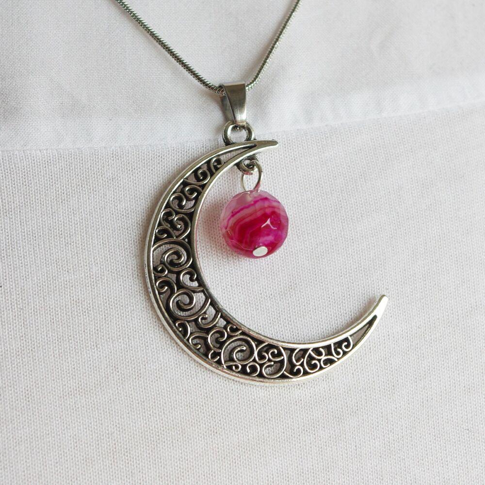 Hold medál achát gyönggyel - pink