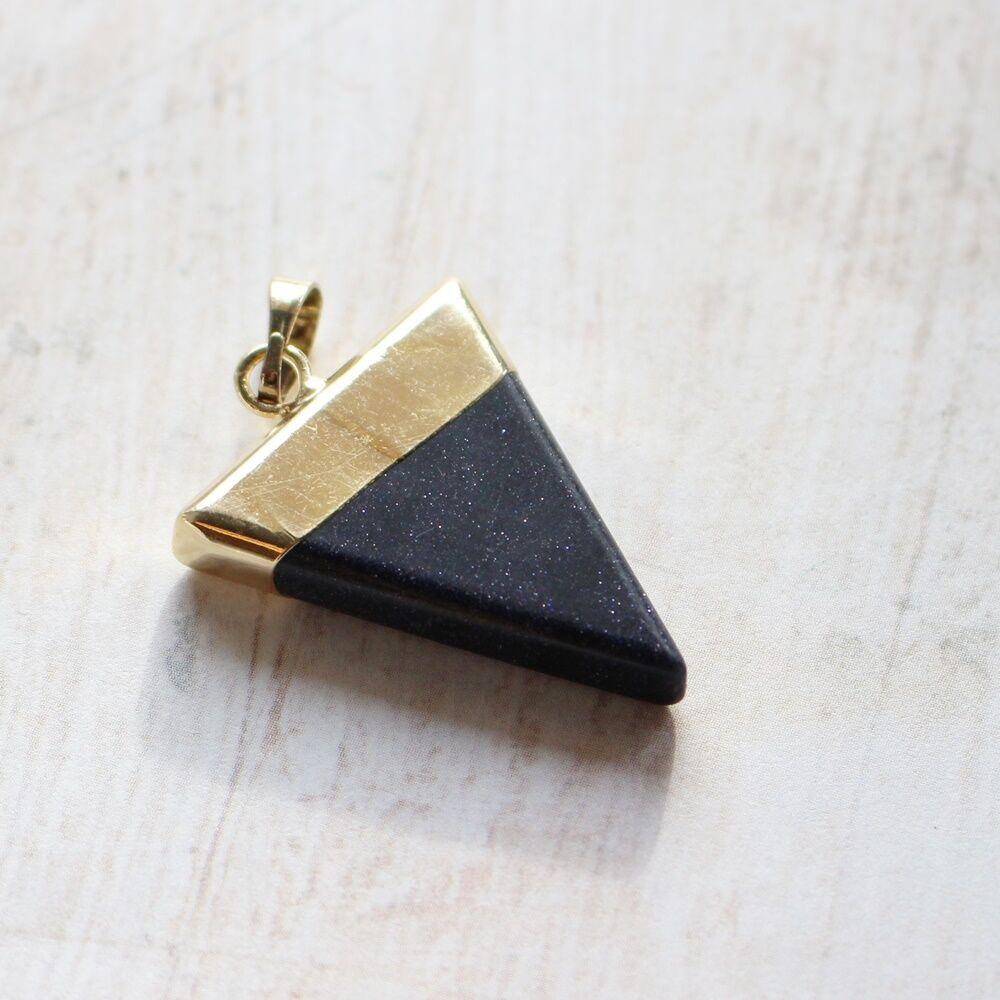 Háromszög alakú napkő medál - arany színű foglalattal