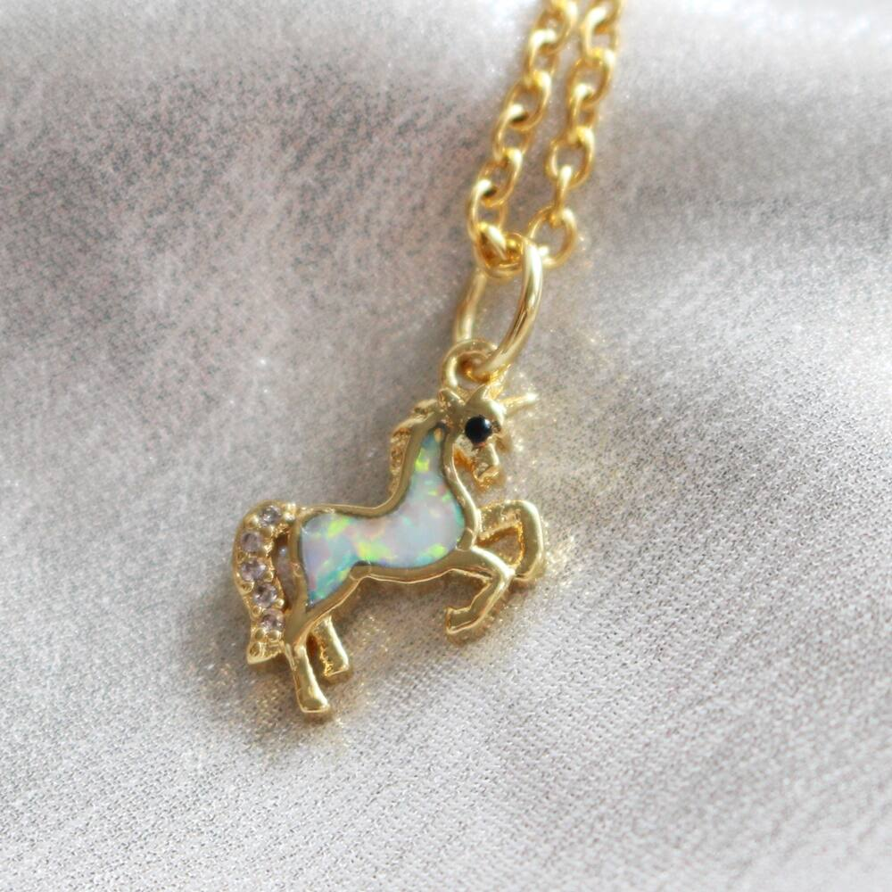 Unikornis nyaklánc - arany, színjátszó