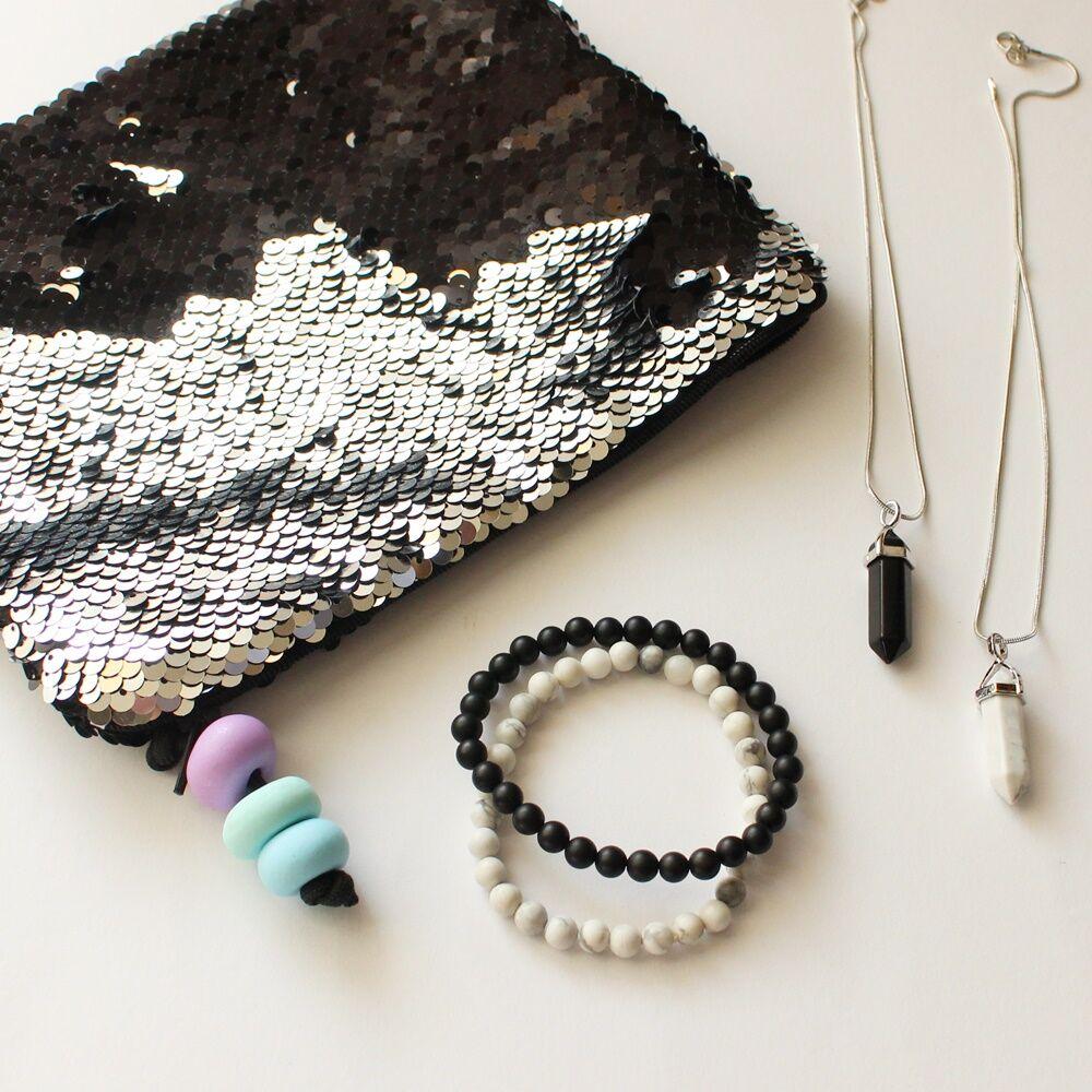Fekete-fehár ásványos ajándékcsomag onixszal és howlittal