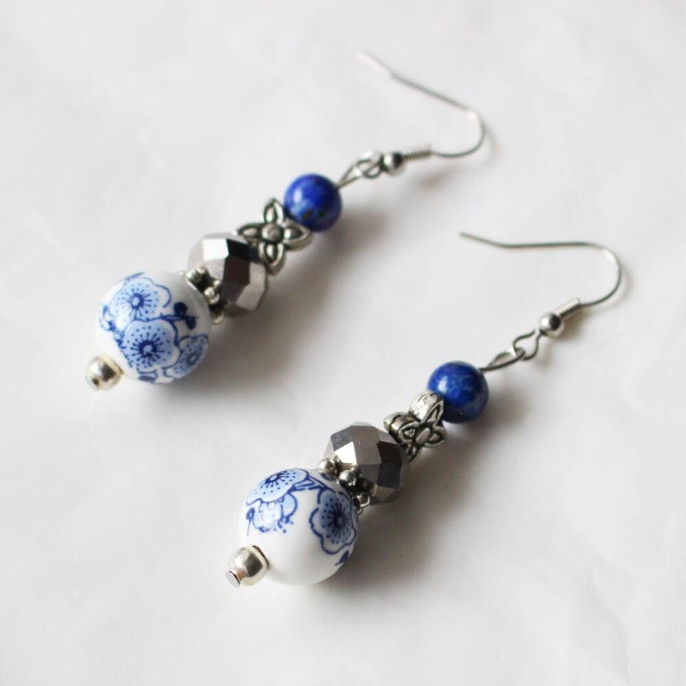 Kék porcelángyöngyös fülbevaló