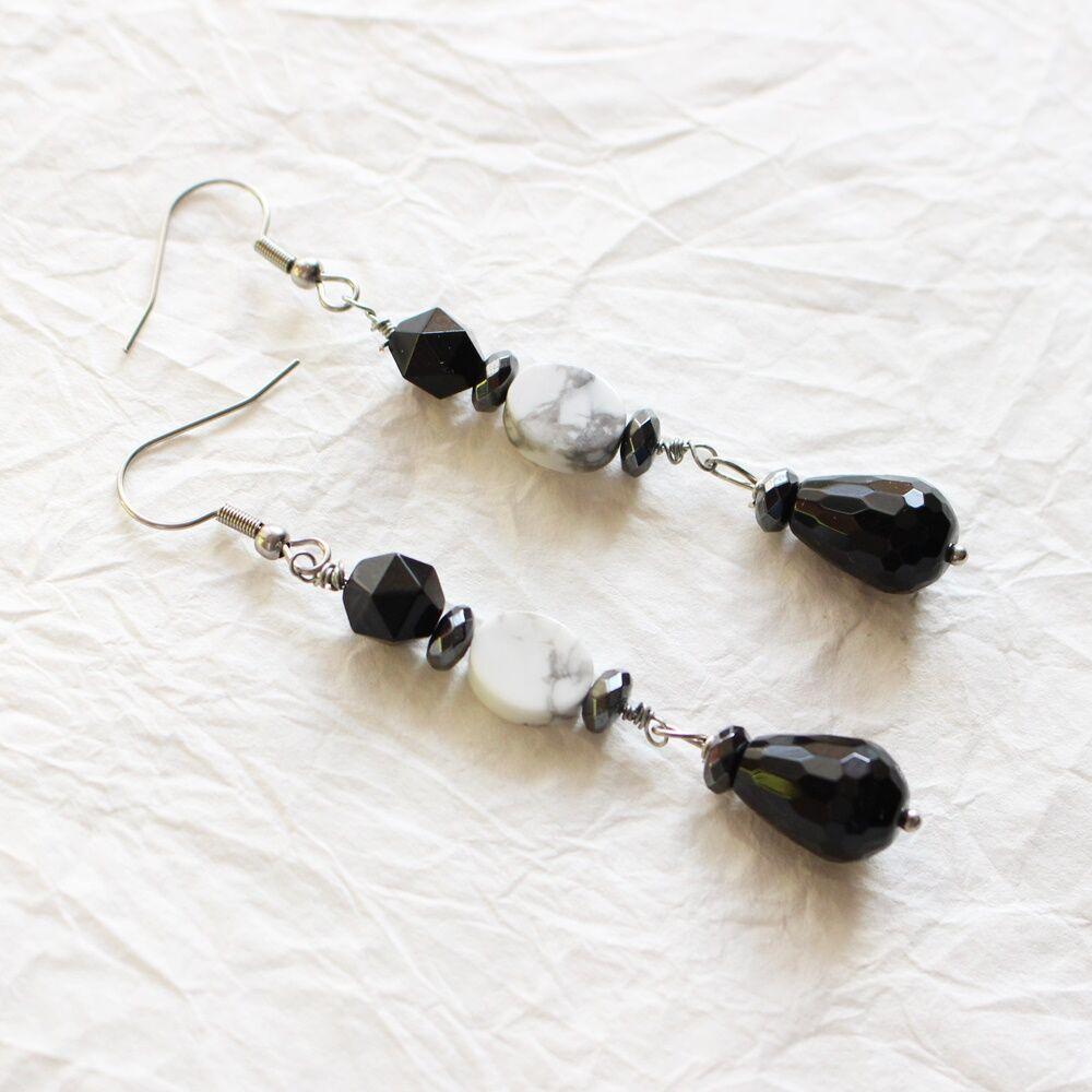 Fekete-fehér ásványos fülbevaló
