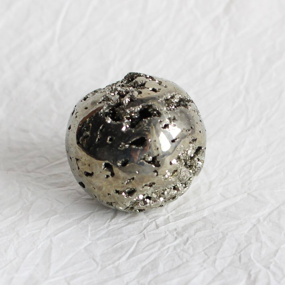 Pirit gömb dísztárgy