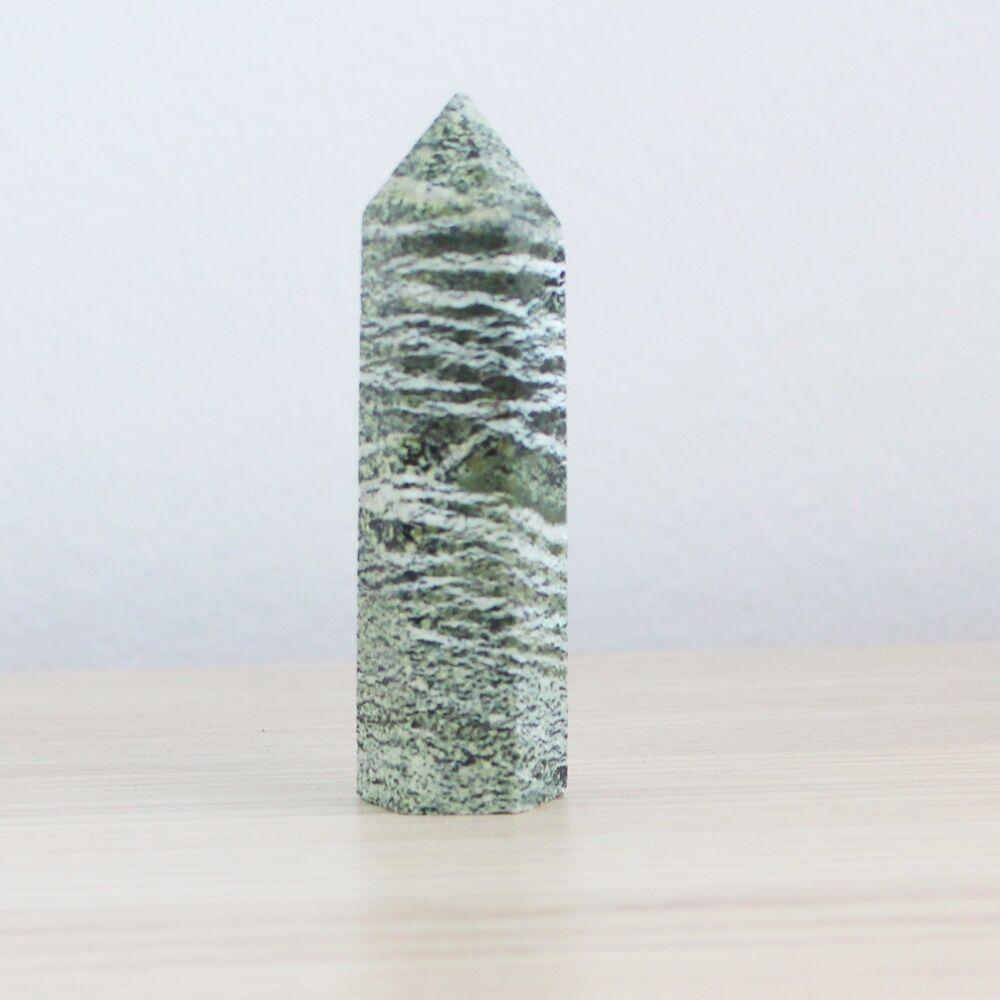 Szerpentinkő obeliszk